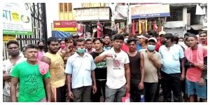 300 cleaners protest in front of Ranaghat Municipality