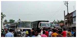 Local car owners protested by blocking the national highway, bringing in overloaded cars