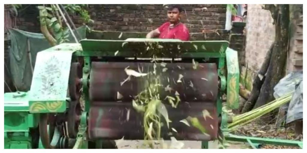 After watching YouTube, he made a jute shearing machine and put it on a shelf by two brothers from Murshidabad